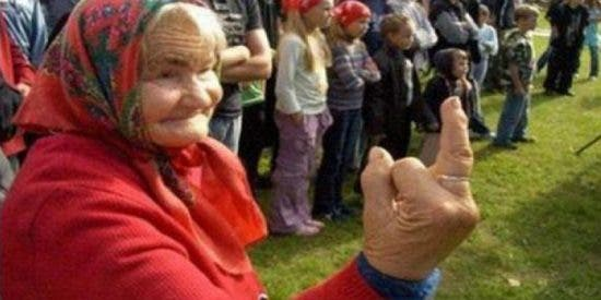 Pillan a una anciana con 3 kilos de cocaína ocultos en su silla de ruedas cuando iba a volar a España