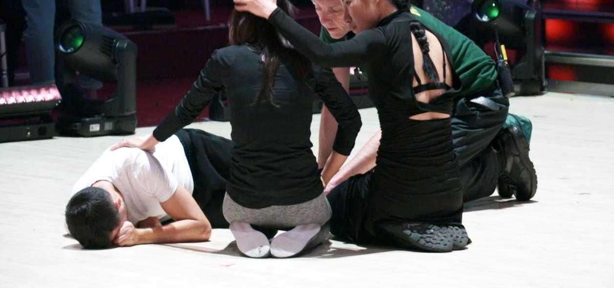 Famoso deportista, concursante del 'Mira quien baila' británico, se destroza los ligamentos de la rodilla durante una coreografía