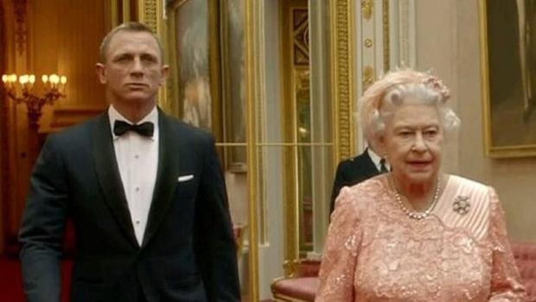 ¿Sabes qué condición impuso la Reina Isabel II para hacer el cameo en la película de James Bond?