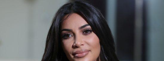 """El suplicio de Kim Kardashian por enfundarse un vestido equivocado: """"Nunca había sentido un dolor así en mi vida"""""""