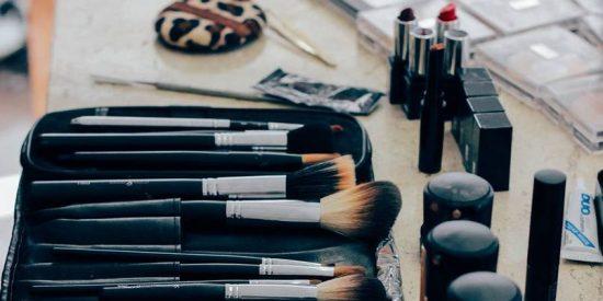 Estos contenedores de maquillaje son el fin del caos en tu baño