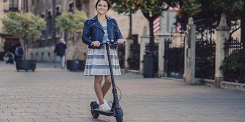 Almeida lanza un ultimátum a las empresas de patinetes: ninguna cumple y empezará a quitar permisos