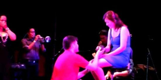 Madrid: Un chileno pide matrimonio a una peruana durante un concierto