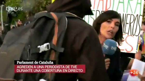 Cataluña se convierte en territorio hostil para los periodistas. Medio centenar han sido agredidos desde el inicio del 'procés'