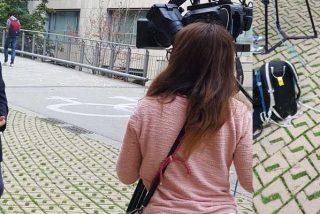 La universidad catalana está podrida: arrojan tres huevos a la hija de Ernest Lluch mientras intervenía en la televisión