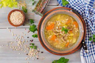 Sopa de cebada vegetariana