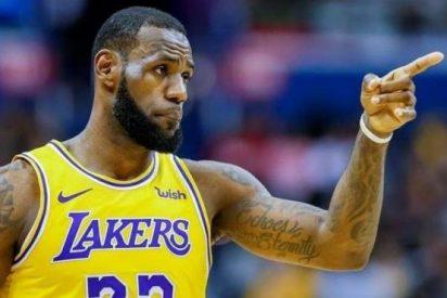 Así fue el espectacular mate de LeBron James a sus casi 35 años