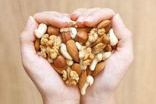 ¿Sabías que no todo lo que crees que son frutos secos cuentan como saludables?