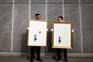 Por fin Banksy 'se deja ver, el popular artista moderno que nadie había visto nunca