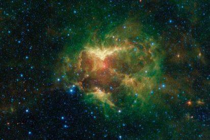 """Esta nube de polvo espacial con forma de """"calabaza"""" incandescente es captada por la NASA"""