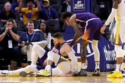 Esta estrella de la NBA se fractura la mano cuando un rival de 118 kilos le cae encima