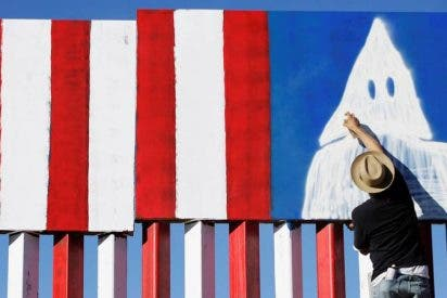 Estos tipos se disfrazan del Ku Klux Klan en Halloween en Tennessee y se las ven 'negras' para justificarse…