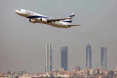 Este veterano avión Boeing se despide de su aerolínea israelí trazando un curioso 'dibujo' en el aire