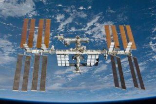 El video que muestra cómo duermen los astronautas en el espacio