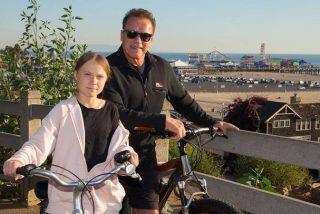 """Schwarzenegger da un paseo en bicicleta con Greta Thunberg: """"Es una de mis héroes"""""""
