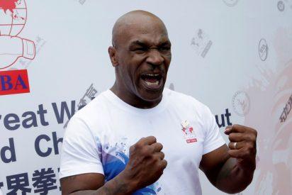 Mike Tyson enseña esta impresionante técnica a una estrella de la UFC para su posible pelea contra Tyson Fury