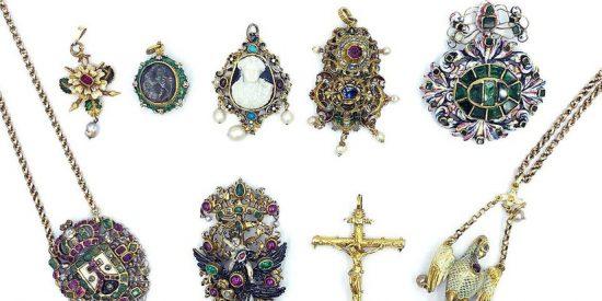 Encuentran joyas escondidas en el congelador de una anciana fallecida por más de 127.000 dólares