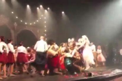 Vídeo Viral: Este grupo de bailarines salta tan fuerte que destroza el escenario en un teatro