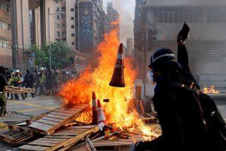 Vídeo XXX: Prenden fuego a un hombre por discutir con manifestantes en Hong Kong