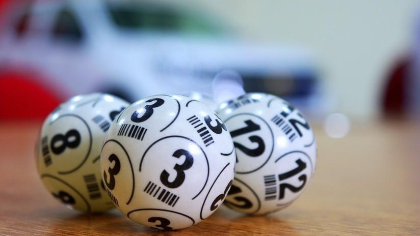 Anciana gana más de 12.000 dólares a la lotería y, de la emoción, olvida su boleto en el centro comercial