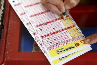 Dos compañeros se hacen millonarios jugando a la lotería gracias a su mala memoria