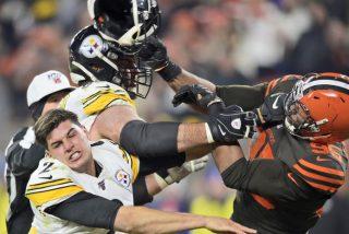 Vídeo viral: Este jugador de la NFL le arranca el casco a un rival y lo golpea con él en la cabeza en una brutal pelea en pleno partido