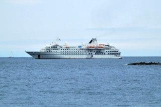 Este crucero de lujo que iba a la Antártida está retenido desde hace casi 20 días en Buenos Aires por una deuda millonaria