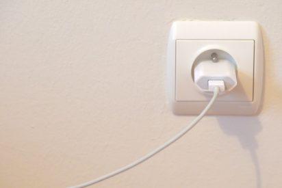 Un británico descubre en su casa una caja fuerte oculta tras un enchufe eléctrico 'dañado'