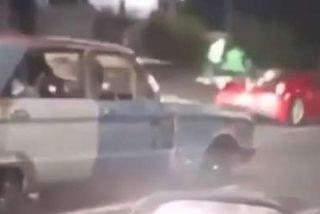 Vídeo viral: Este viejo Ford Falcon desafía a una peligrosa carrera callejera a un Ferrari