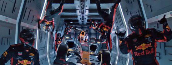 Vídeo viral: Así realizan los mecánicos de Red Bull el primer cambio de neumáticos de un Fórmula 1 en gravedad cero