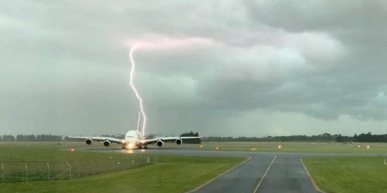 Un rayo casi impacta en este avión de pasajeros en Nueva Zelanda