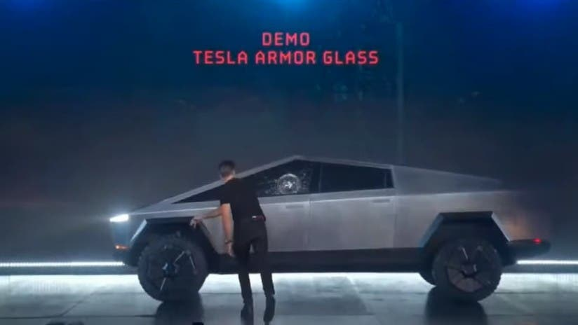 Tras romperse el cristal 'indestructible' de la nueva camioneta futurista Cybertruck de Tesla la red se llena de memes