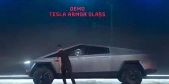 ¿Sabías que el fiasco con su cristal indestructible ha hecho que el patrimonio de Elon Musk caiga casi 700 millones de euros?