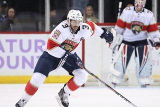 Vídeo viral: Este jugador de hockey de la NHL pierde 9 dientes al impactarle el disco en la boca