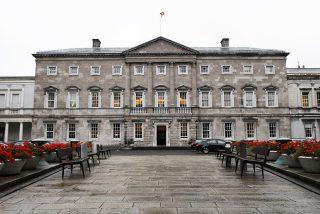 El Parlamento irlandés se gasta un millón de euros en una impresora que luego no cabía en el edificio