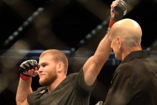 'The Celtic Kid' anuncia su próximo combate en la UFC firmando con sangre