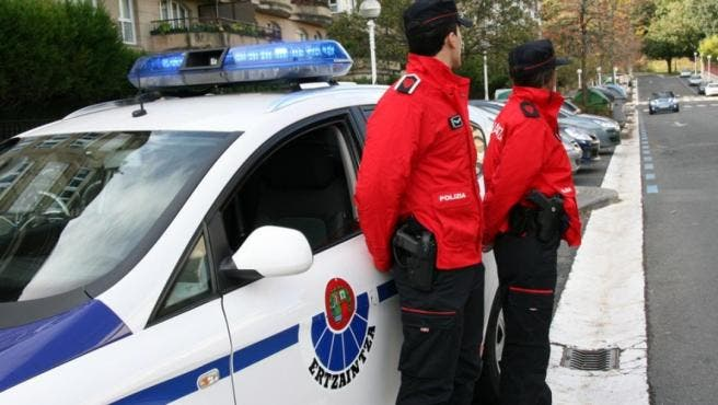 Dos jóvenes de 18 años arrinconan a una mujer y abusan de ella de madrugada en Bilbao