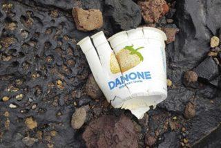 Aparece en una playa de Tenerife este envase de yogur de 1980, llevaba 40 años a deriva en el mar