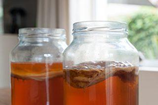 Así es la Kombucha, la bebida 'realfood' que sustituye a los refrescos y mejora la salud