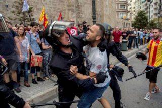 El Gobierno de Sánchez financia a centros independentistas que enseñan 'guerrilla urbana' contra la Policía