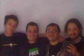 Alarma en la izquierda: mal momento para que saliera esta foto de Iglesias y Errejón de copas con un violento proetarra