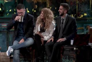 """La Paulina Rubio más desatada aparece por sorpresa en Movistar+: """"¿Dónde está la botella de tequila?"""""""