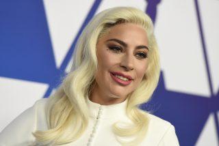 Lady Gaga da la nota en la boda de su mejor amiga y baila sobre la barra del bar