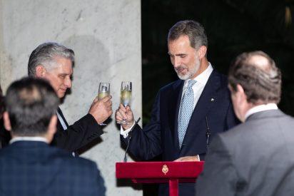 Felipe VI y Letizia se separan: ella vuelve a Madrid y él se va a Washington de 'universiparty'