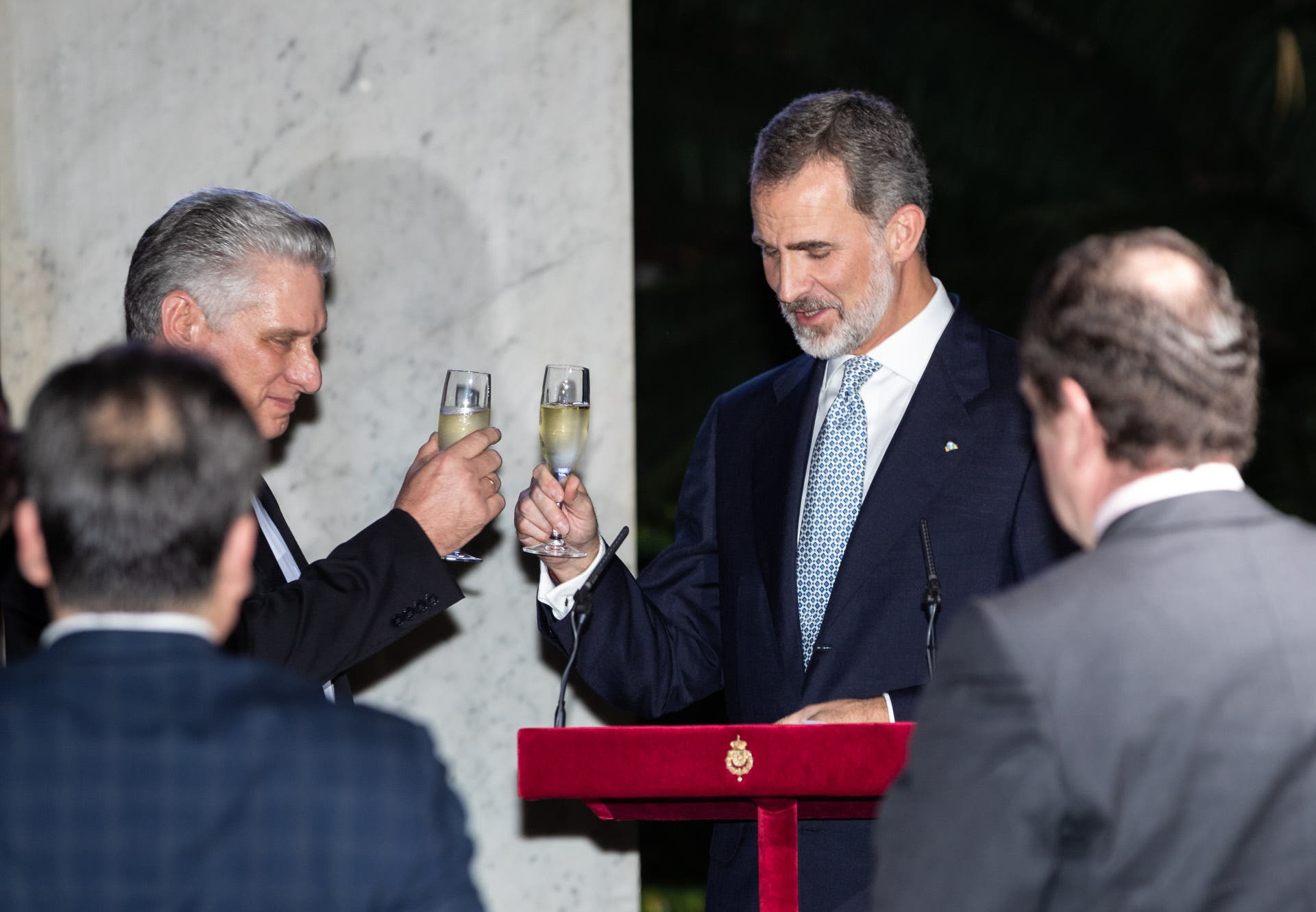 Felipe VI y Letizia se separan: ella vuelve a Madrid y él se va a Washington de 'universiparty'