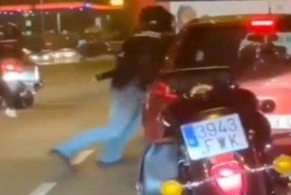 Barcelona Ciudad sin Ley: brutal paliza de un motero a un conductor en pleno centro