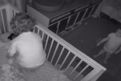 Vídeo Viral: El niño que ayuda a su hermana bebé a huir de los barrotes de la cuna
