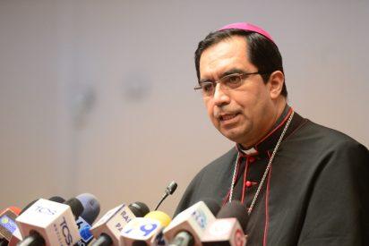 El arzobispo de San Salvador pide perdón por el delito cometido por un cura pedófilo