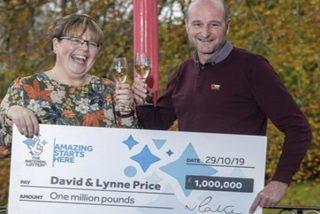 'Doblemente afortunada': Esta mujer descubre que ganó más de un millón de dólares en la lotería minutos después de saber que venció el cáncer