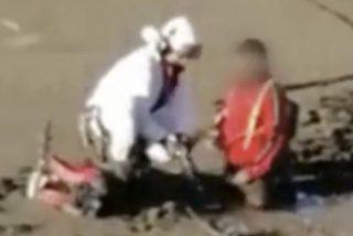 Este ciclista queda atrapado en el barro de un pantano seco de Madrid y es evacuado en helicóptero